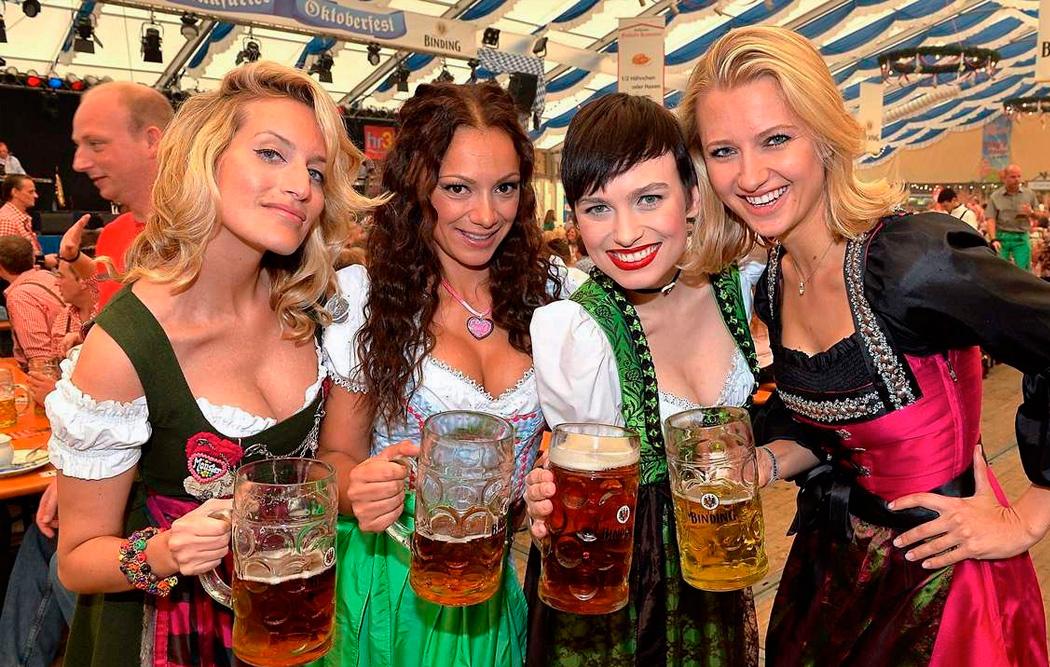 a1b71dcad Хочешь пива - сними башмак: никогда не угадаете для чего в Dulle Griet  придумали это